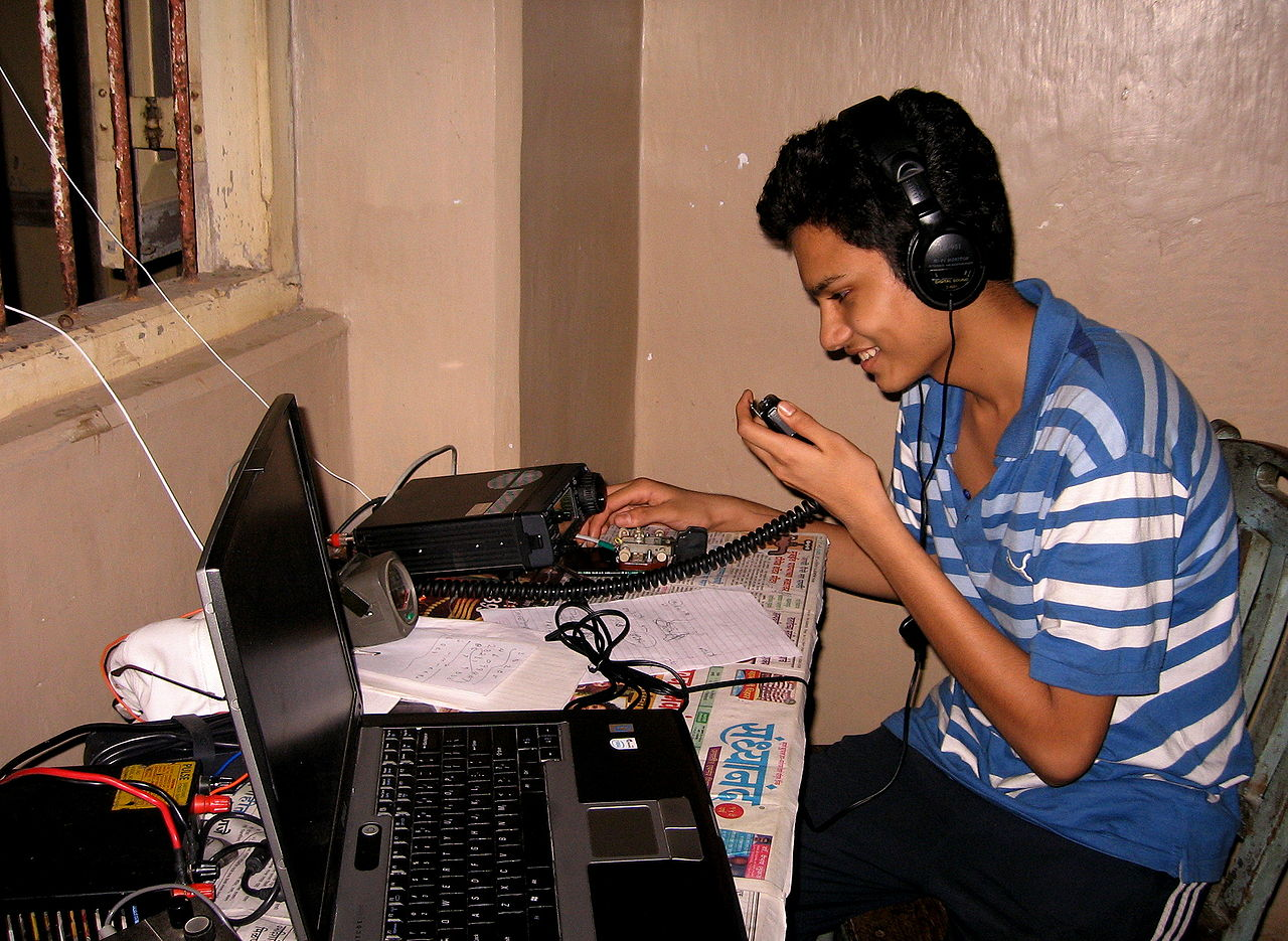 amateur-radio-technician-see-rihanna-pussy